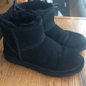 Bearpaw black suede ankle boots